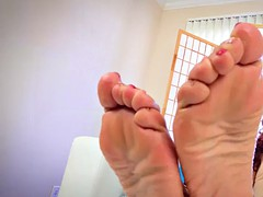 solo tranny oils up her soles and toes