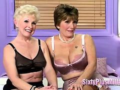 Blondine, Braunhaarige, Oma, Lesbisch, Lingerie, Reif, Erotischer film