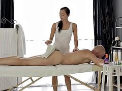 Brunette brune, Massage, Sauna, Nénés