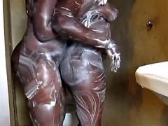 デカパイ, 黒人, 黒人, 指いじり, レズビアン, オナニー, シャワー