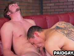 Jock gets blowjob from straight muscle hunk with big cock