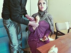 Muslim amateur fucks for cash and tastes jizz