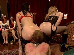 Domination, Femme dominatrice, 2 femmes 1 homme, Lingerie, Maîtresse, Jarretelles, Plan cul à trois, Mouillée
