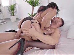 gorgeous brunette katrina moreno wants to feel a big dick