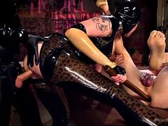 Bondage domination sadisme masochisme, Cocu, Femme dominatrice, Bâillonner, Hard, Latex, Mère que j'aimerais baiser, Chevaucher