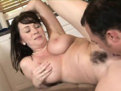 Raven-haired cougar has her hairy muff plowed