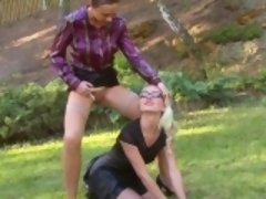 Bizarre lesbians peeing