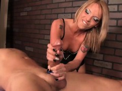 Masseuse Decides To Give Him A Painful Massage