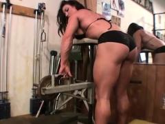 Female bodybuilder BrandiMae works her biceps and pussy