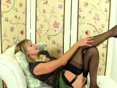 British MILF playing with her toy