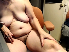 Mature BBW fingering her snatch