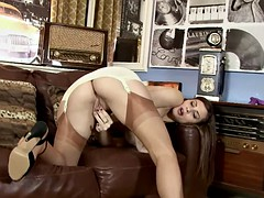 Cute Mommy Plays With Vagoo