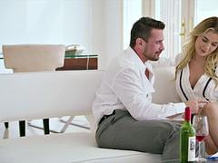 Tussi, Spermaladung, Handjob, Küssen, Lecken, Lingerie, Reiten, Titten