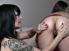 Mature pussy munchers Daisy and June cum hard