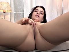 Hot chick in a sexy solo scene