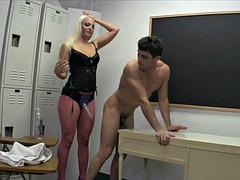 Femme dominatrice, Première fois, Strapon