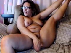 BBW mature masturbates on webcam