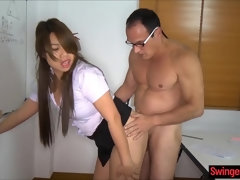 Asian schoolgirl makes out right in the class