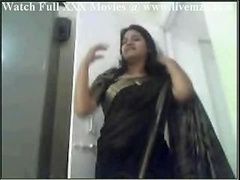 Indian Plumpy Floozy Aunty Getting down and dirty And additionally Handjob