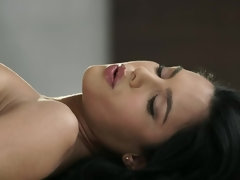 Gorgeous slut gets her pussy and feet worshiped
